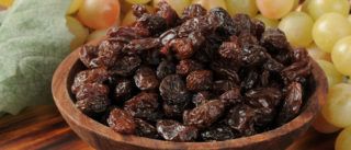 Изюм для мужчин: польза и вред для организма и потенции, рецепты